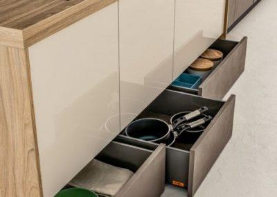 Cassettoni-raccolta-differenziata-zoccolo-Cucina-Arrex